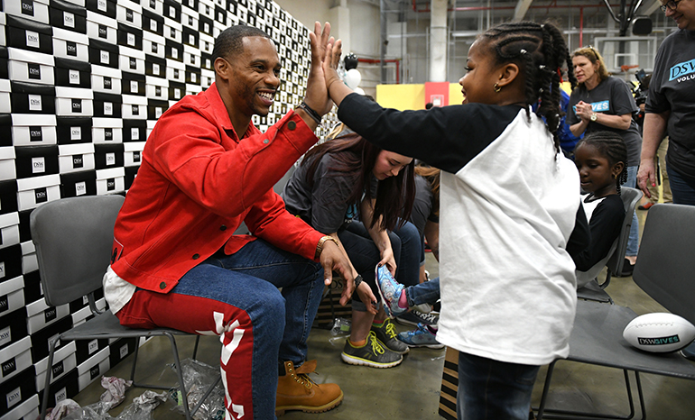 DSW-Victor-Cruz-High-Five.jpg