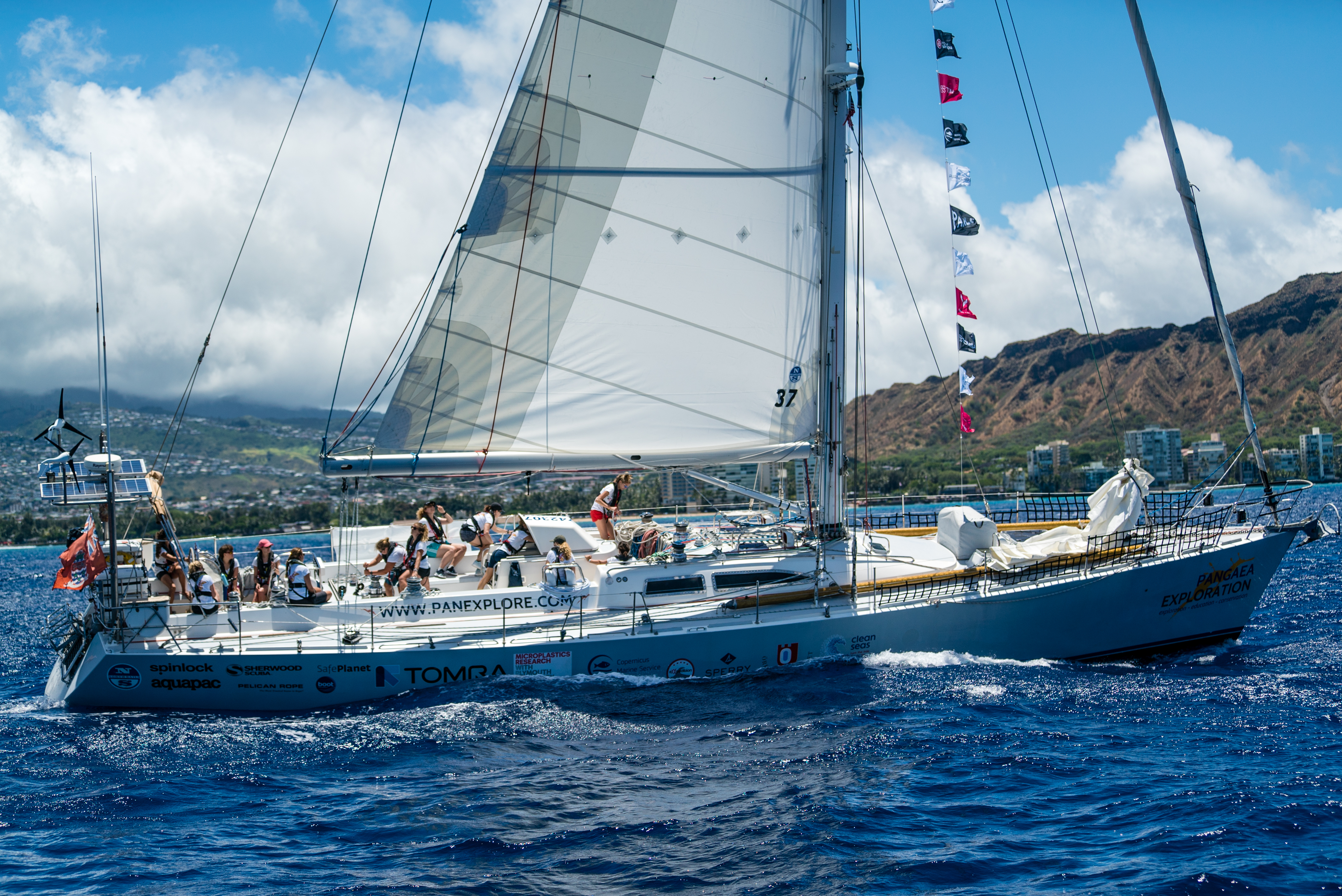 eXXpedition-Setting-sail-from-Hawaii-credit-The-Situation-Room.jpg