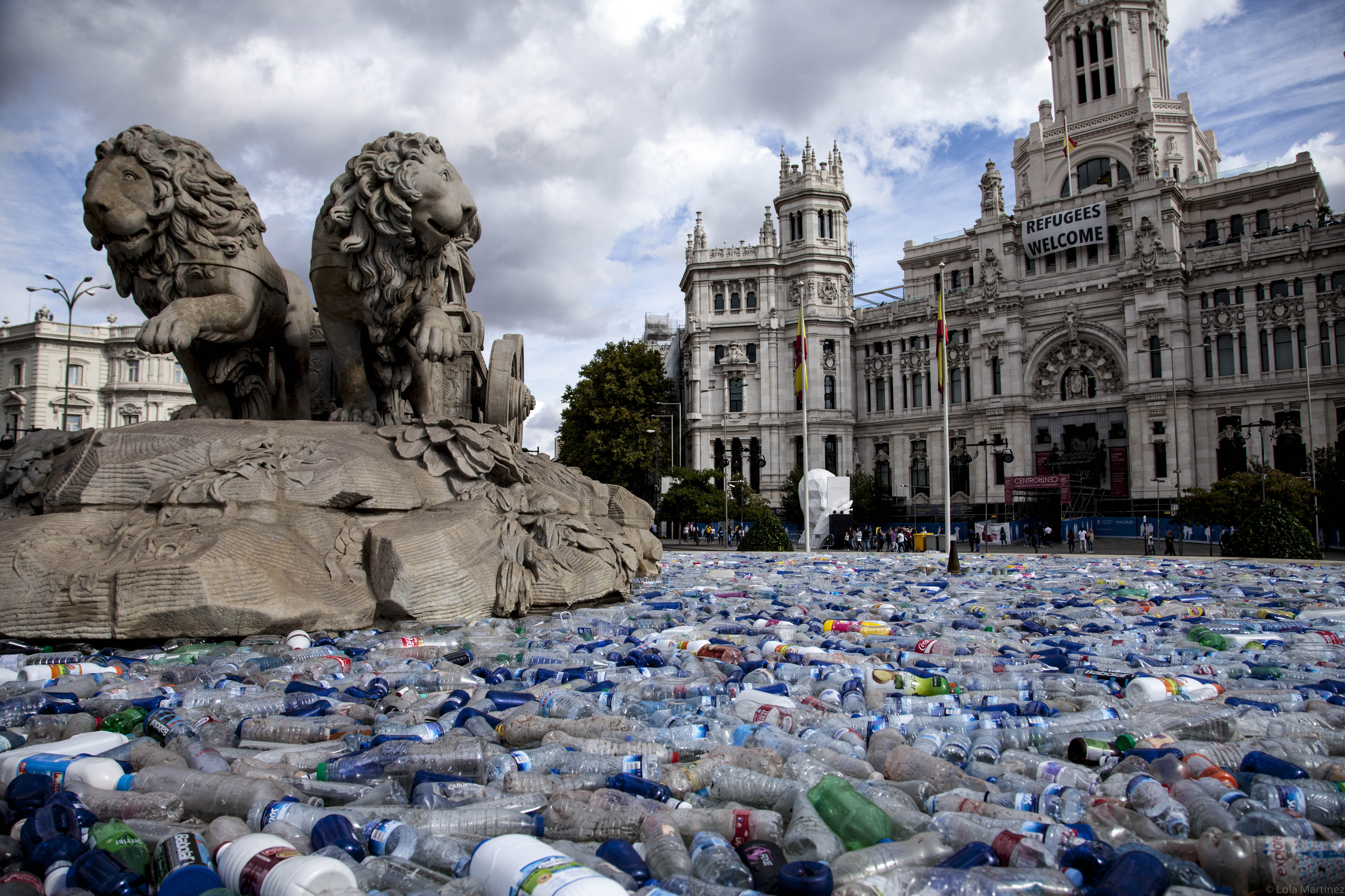 An Installation In Madrid Addresses The World S Plastic