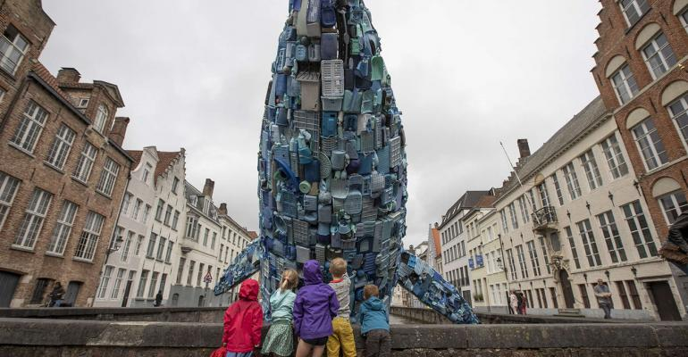Bruges Whale with kids by Matthias Desmet WEB-1.jpg