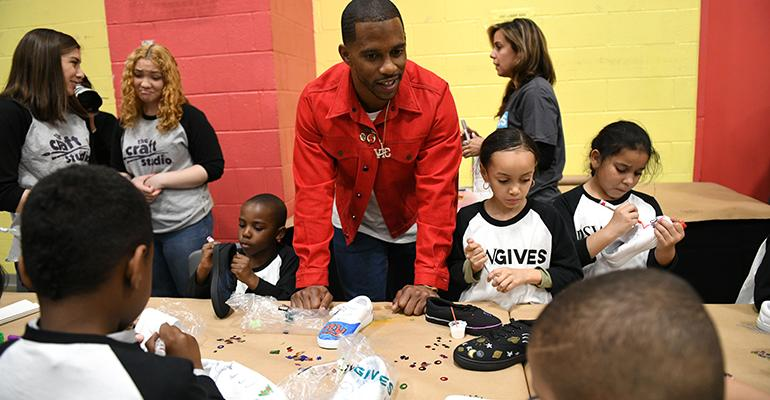 DSW-Victor-Cruz-with-kids.jpg