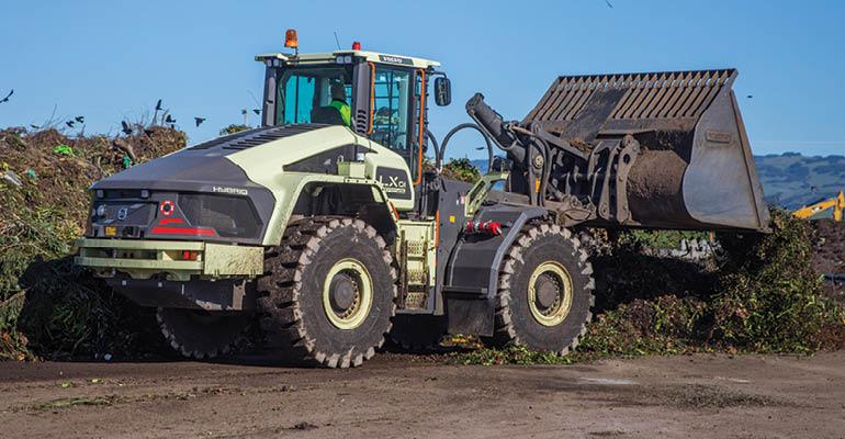 Landfills With Tractors : Volvo tests hybrid wheel loader at waste management