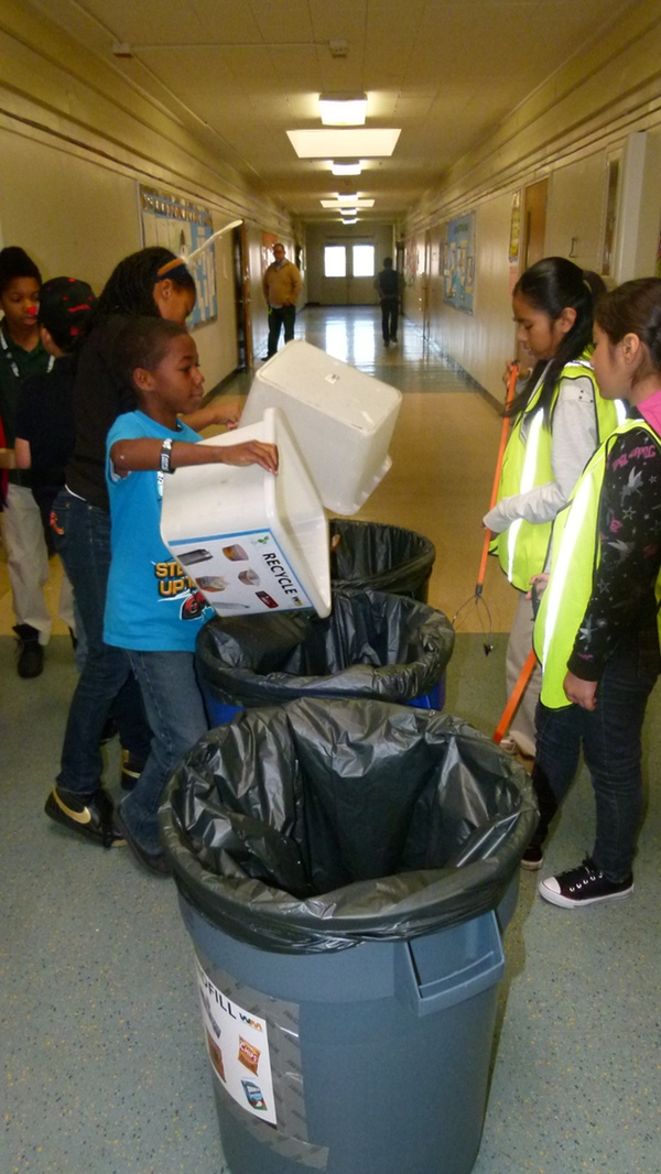 Oakland students collect compostables for the Green Gloves program